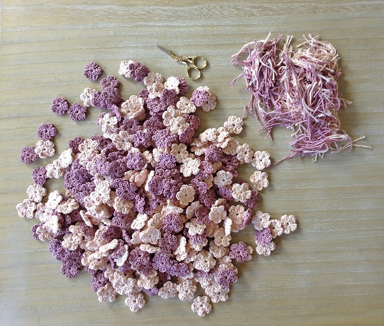 Crochet flowers for wedding favors