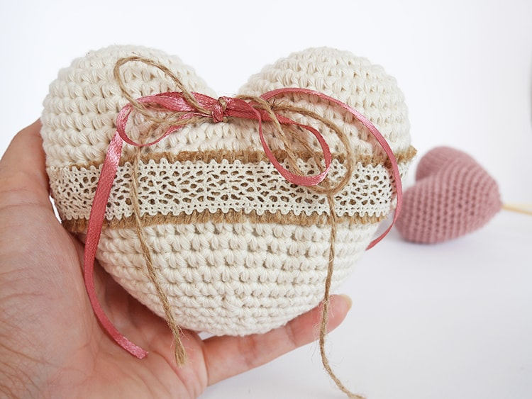 Crochet heart ring pillow free pattern