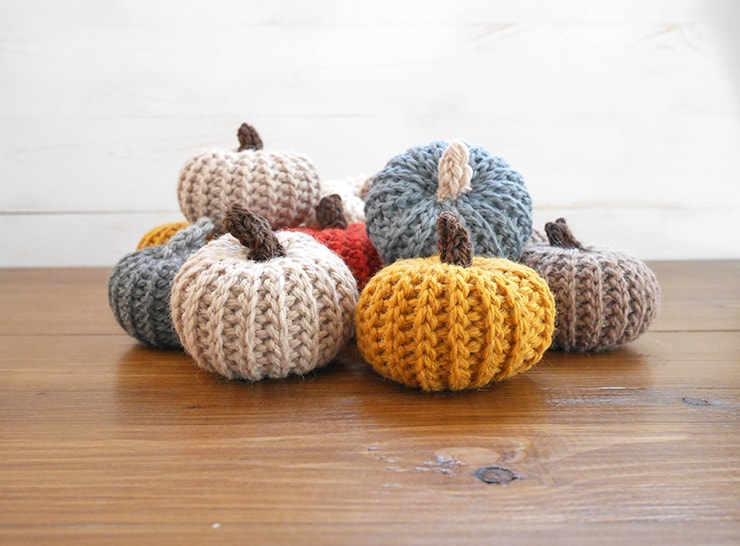 Crochet pumpkins with free pattern