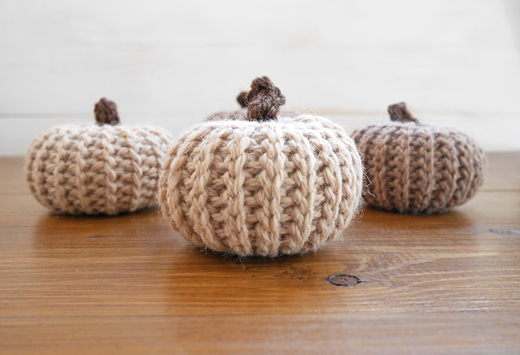 Crochet pumpkin pattern that looks like knit