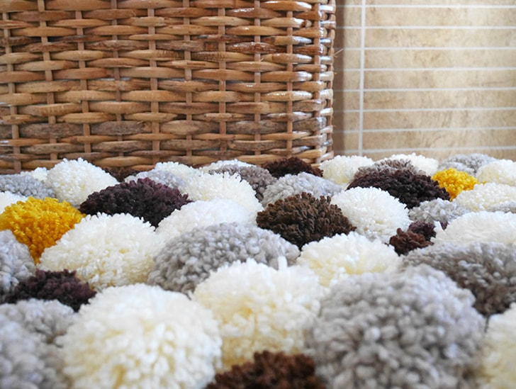 Pom pom rug tutorial | how to make a pom pom mat