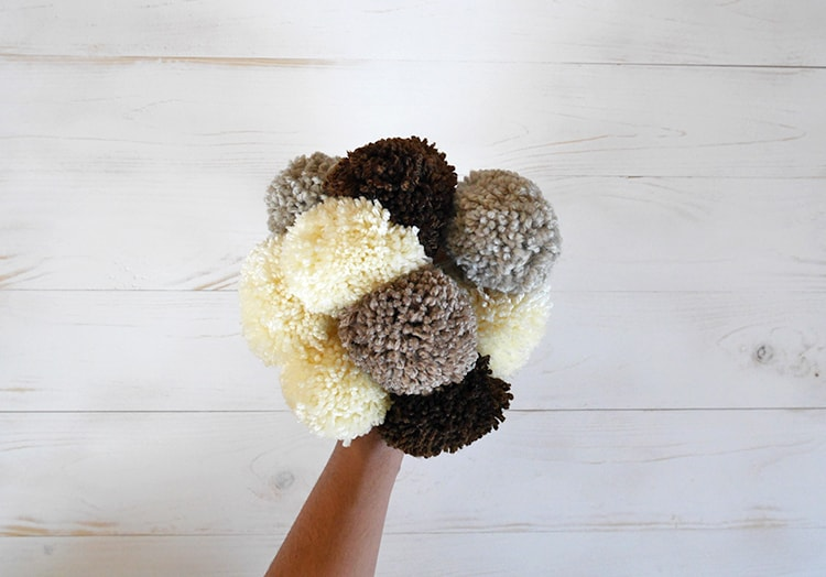 Pom pom bouquet | pom pom rug tutorial