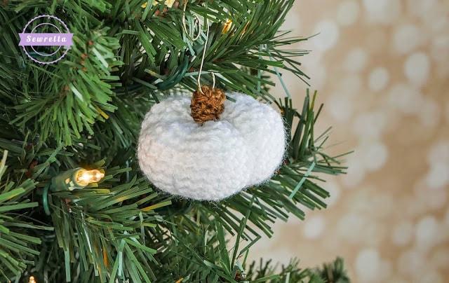 Pumpkin christmas ornament free pattern