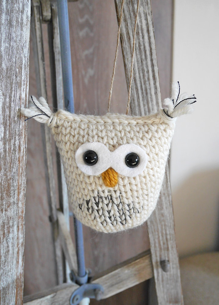 Hedwig the crochet snow owl. Free crochet pattern and tutorial.