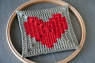 Granny square crochet heart. Part of a free roundup for Valentine's day on mallooknits.com.