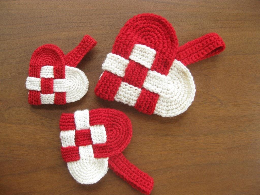 Crochet Danish heart pattern. Part of Valentine's crochet roundup by Malloo.