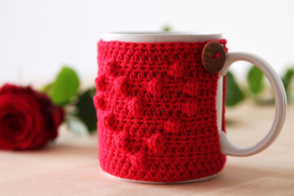 I Heart U mug cozy. Part of a free crochet Valentine's roundup on mallooknits.com.