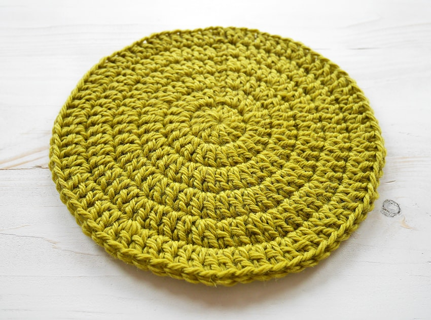 Double crochet flat circle. Learn how to make a crochet circle stay flat.