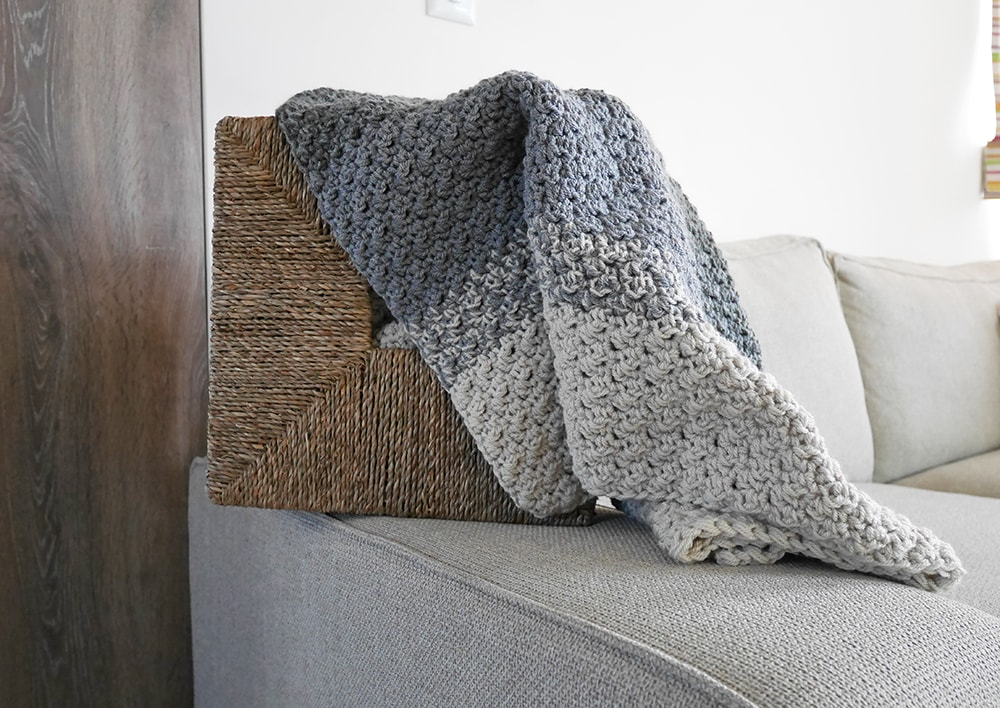 Easy crochet baby blanket pattern. Great texture, ombre effect.