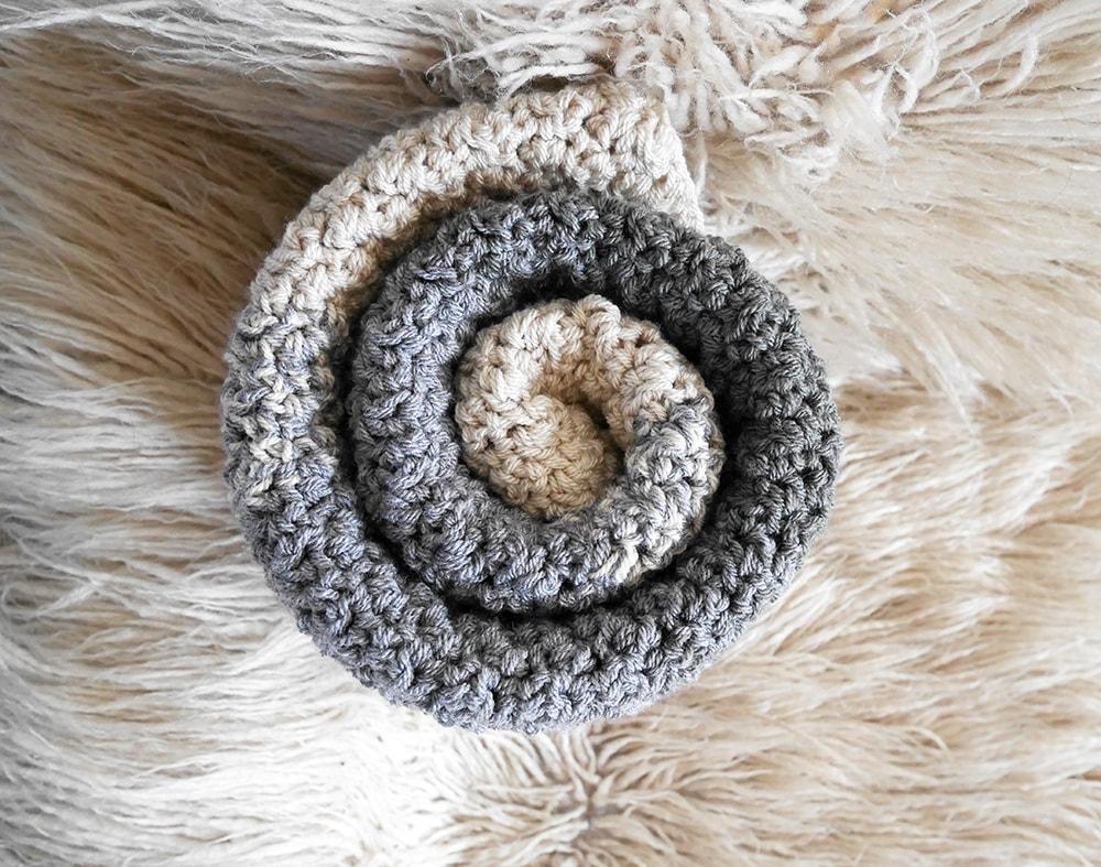 Crochet baby blanket pattern.
