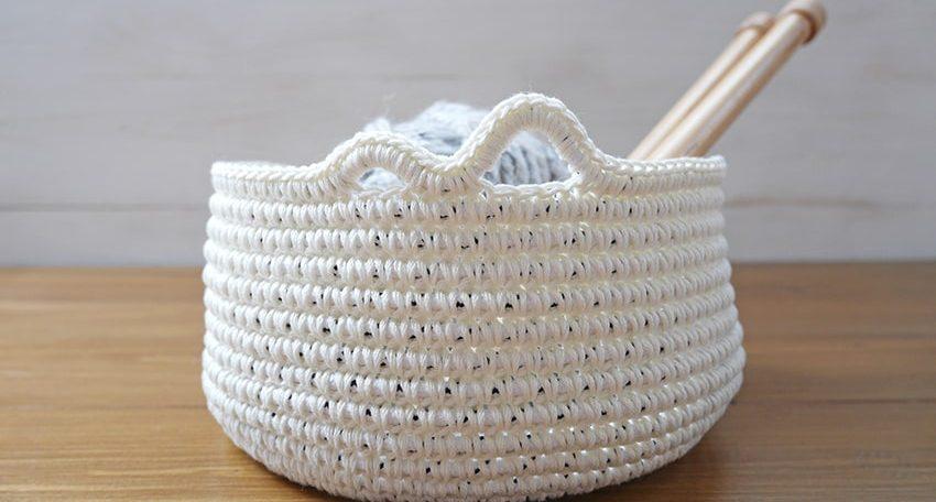 Yarn bowl crochet pattern and tutorial.