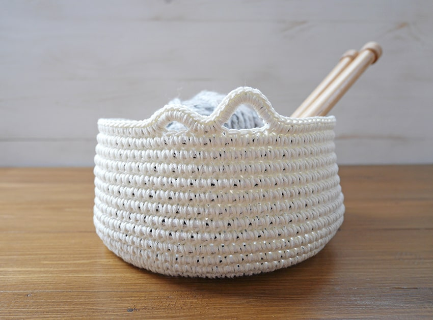Yarn bowl crochet pattern and tutorial.