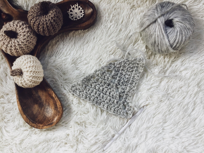 Free crochet triangle shawl pattern.