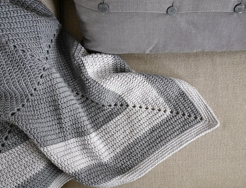 Crochet granny square baby blanket free pattern.