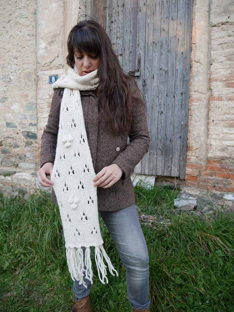 Knitted lacy scarf pattern