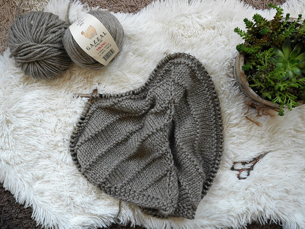 Easy knit triangle scarf pattern