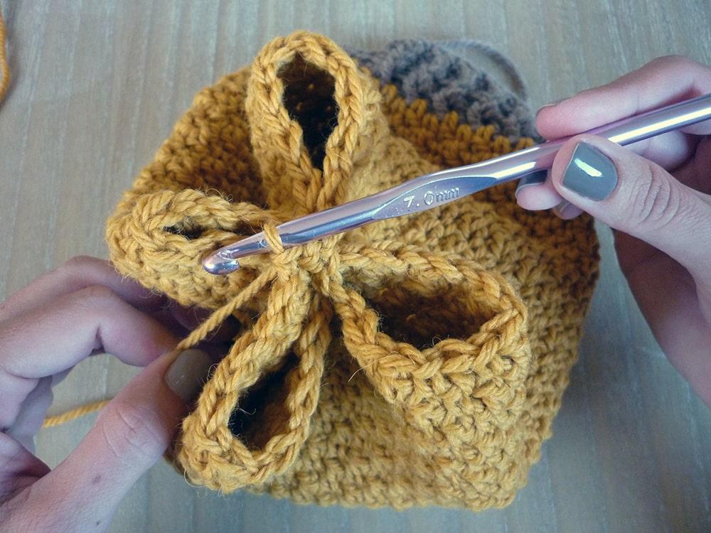 Tutorial de padrão de chapéu simples de crochê desleixado